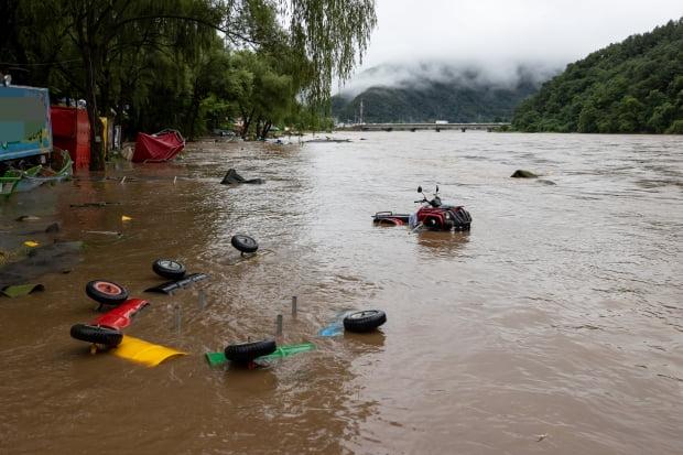 3일 오후 경기도 가평군 하천리의 한 유원지가 물에 잠겨 있다./사진=연합뉴스
