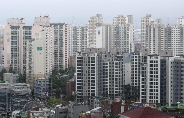 올해 6월 기준 서울의 아파트 중위가격은 9억3000만원으로, 절반 이상은 주택연금 가입이 제한됐다. 사진=뉴스1