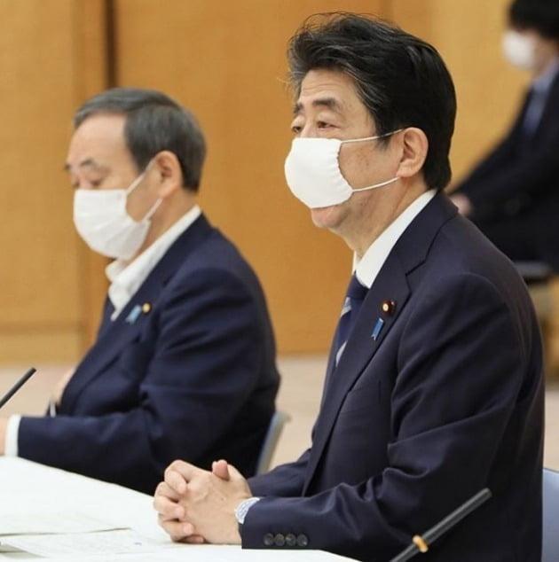 스가 관방장관은 일본 현지에서 '아베의 복심'이라는 평가를 받는다. [사진=스가 요시히데 인스타그램]