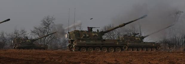 육군의 K-9 자주포 사격 훈련 모습. 한경DB