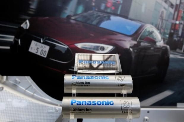 LG화학의 최대 경쟁사 파나소닉은 니켈 양극재의 대부분을 스미토모상사에서 공급받고 있다. 한경DB