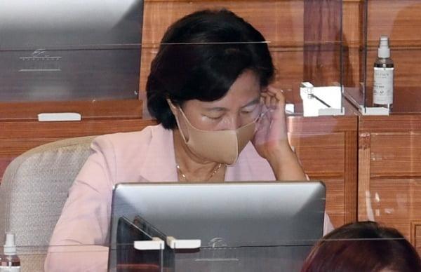 추미애 법무부 장관이 7일 오전 서울 여의도 국회에서 열린 본회의에 출석, 국무위원석에 앉아 있다. /사진=연합뉴스