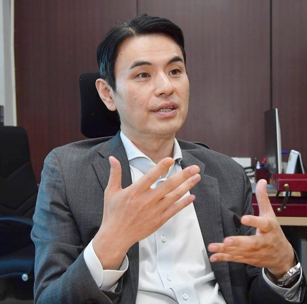 9일 서울 가산동 바이오코아 본사에서 신용규 바이오코아 대표가 유전체분석 사업에 대해 설명하고 있다. 김영우 기자 youngwoo@hankyung.com