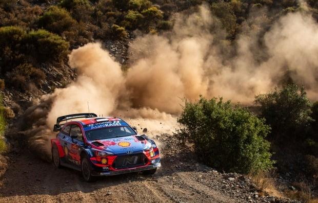 현대차 월드랠리팀이 2020 WRC 5차전 터키 랠리에서 비포장도로를 주행하고 있다. 사진=현대차
