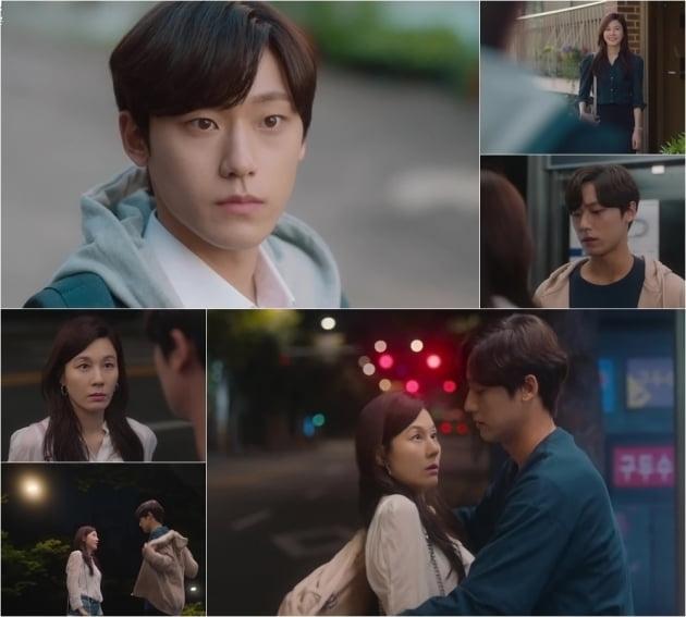 '18 어게인' 김하늘, '남편친구아들' 이도현에 '심쿵' /사진=JTBC 제공