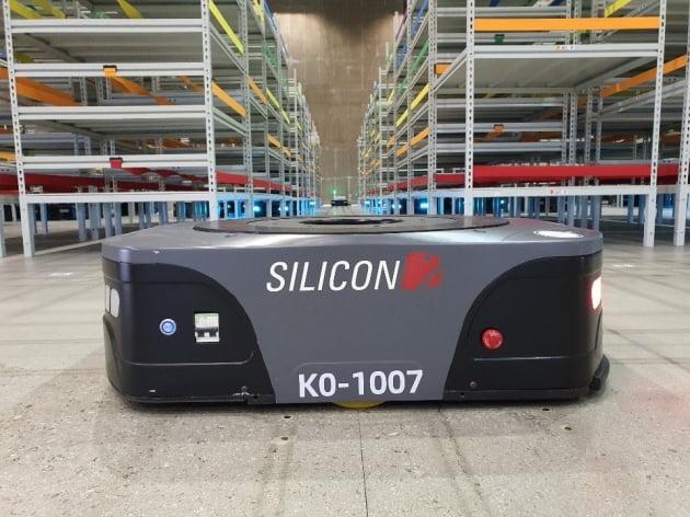 실리콘투, 오는 10월 물류용 무인 자율주행 로봇 'AGV' 도입… 스마트한 사업 기대