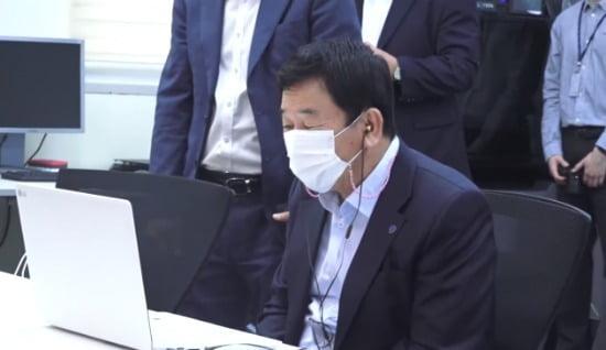 사진=예선심사 참가팀에게 비대면으로 인사를 하고 있는 한국폴리텍대학 이석행 이사장