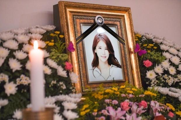 갑작스럽게 세상을 떠난 故 배우 오인혜 씨의 빈소가 15일 인천 중구 신흥동 인하대학교부속병원 장례식장에 마련됐다. /사진=최혁 기자