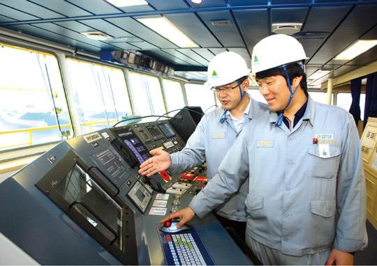 바다 위의 테슬라 온다...닻 올린 '친환경 스마트 선박'