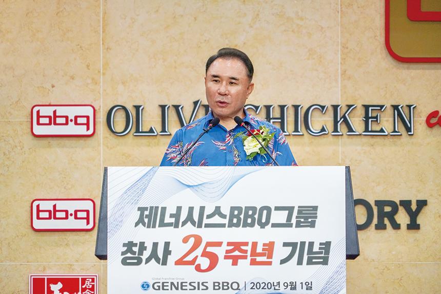 """[CEO24시] 윤홍근,치킨대학에서 맞은 BBQ 25주년…""""글로벌 5만 점포 시대 연다"""""""