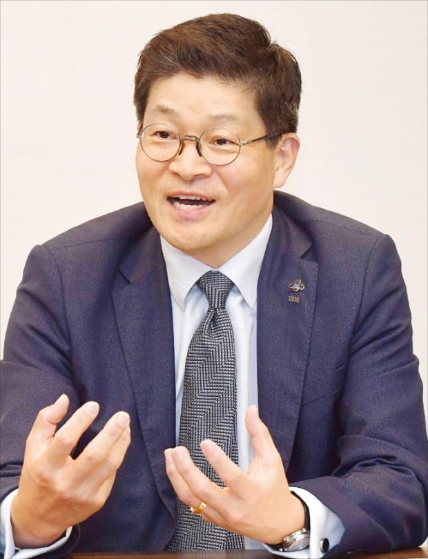 """송기홍 한국IBM 사장 """"디지털 전환 속도내는 기업들…하이브리드 클라우드가 필수"""""""