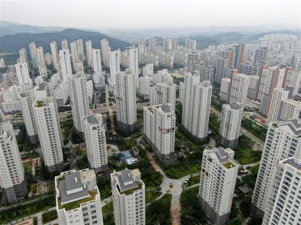 세종시 아파트 전경. 천도론이 나온지 2개월이 지났음에도 여전히 집값이 상승하고 있다.  (자료 연합뉴스)