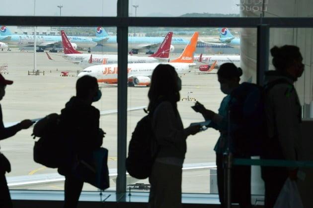 24일 아시아나항공에 따르면 다음달 24일과 25일 국내 상공을 약 2시간씩 비행하는 'A380 특별 관광 상품'의 이날 판매 좌석분 중 비즈니스스위트석과 비즈니스석이 20분 만에 완판됐다. 사진=한국경제신문 DB