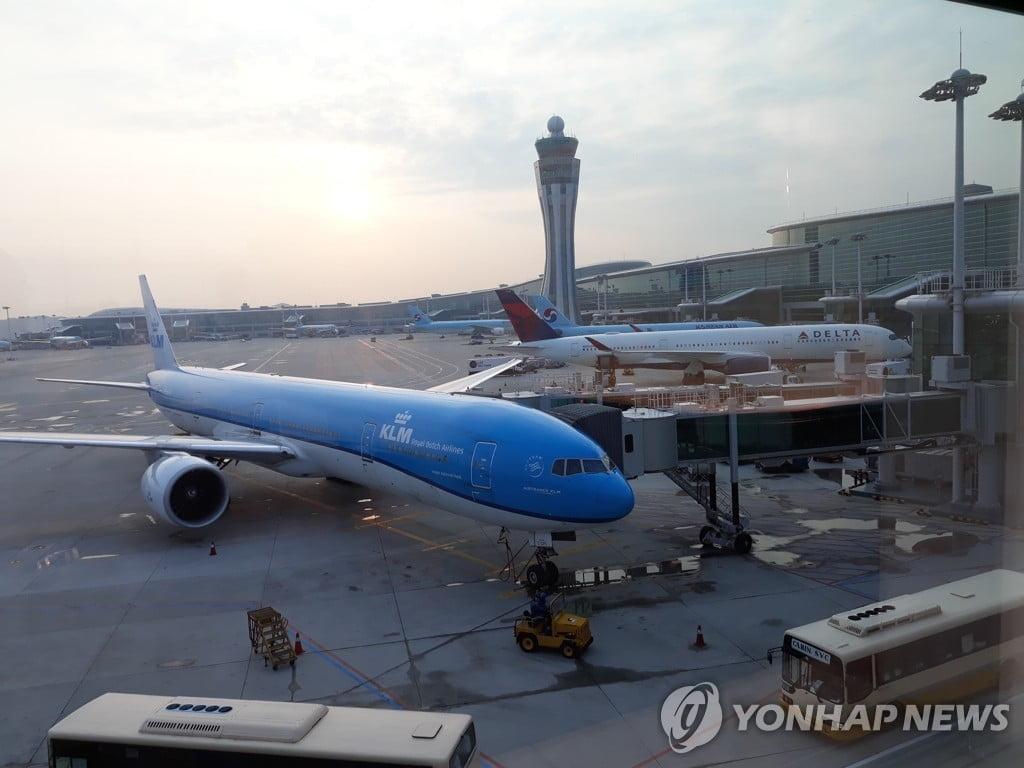 또 불법드론 출현?…항공기 2대 김포공항 회항 `무슨 일`?