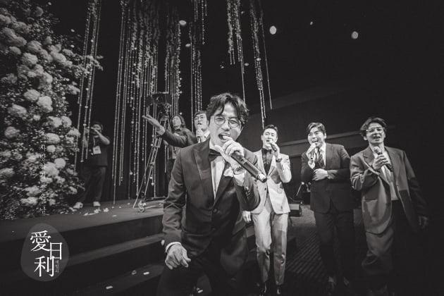 박성광♥이솔이, 웨딩 본식 화보…눈빛에 '꿀 뚝뚝'