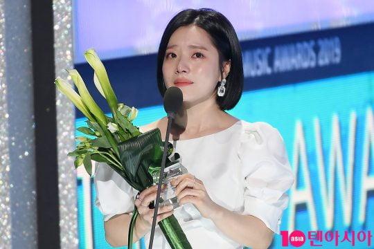 [스타탐구생활] '꿈처럼 열애중' 벤, '♥이욱과 결혼 발표 후 행복한 근황'(TEN컷)