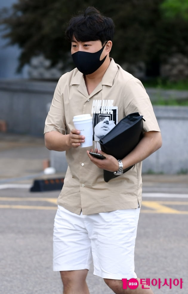 [TEN 포토] 김호중 '커피를 사랑하는 남자'