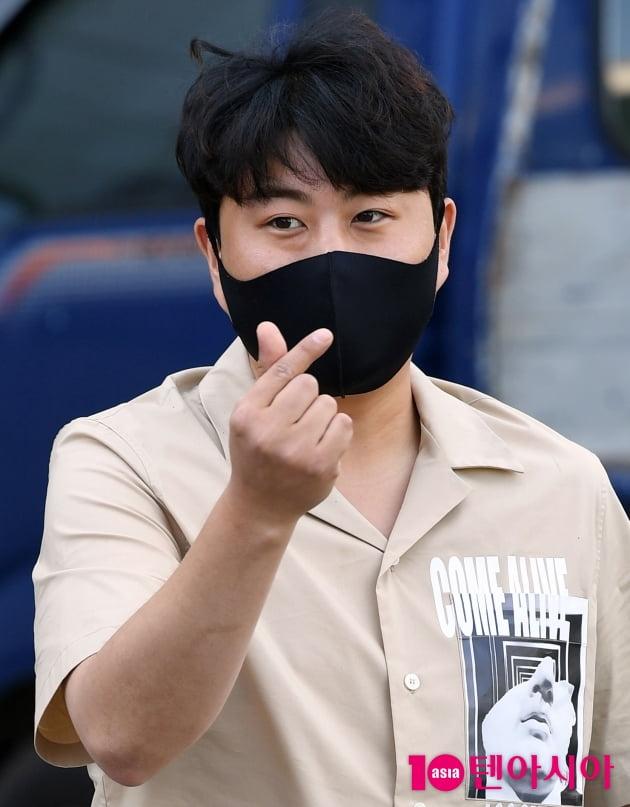 [TEN 포토] 김호중 '치명적인 하트'