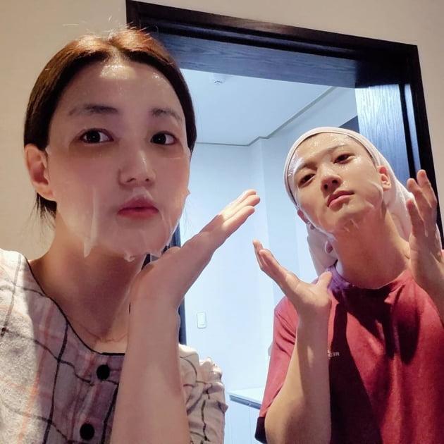 율희♥최민환, 육퇴 후 커플 마스크팩…'애 셋 부부'의 유쾌 일상