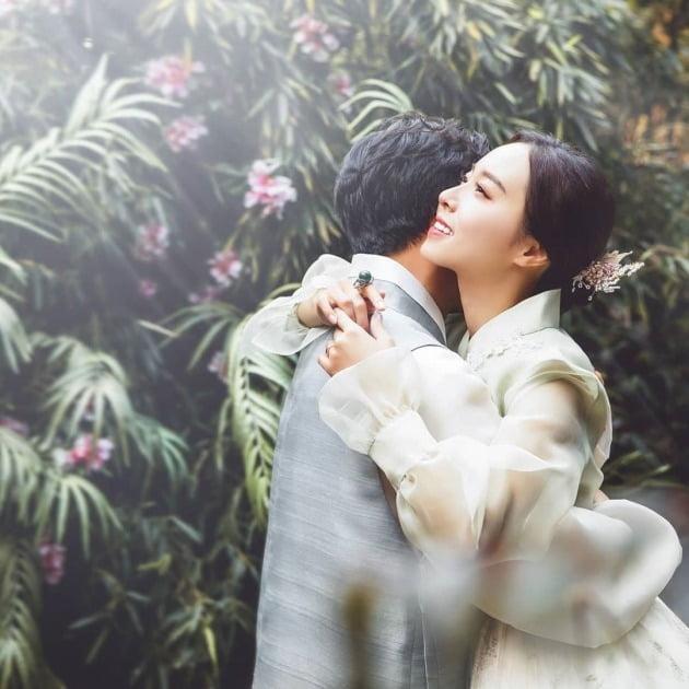 """박성광♥이솔이 결혼 소감 """"코로나19로 힘들 신랑·신부, 응원하고 축복"""" [전문]"""