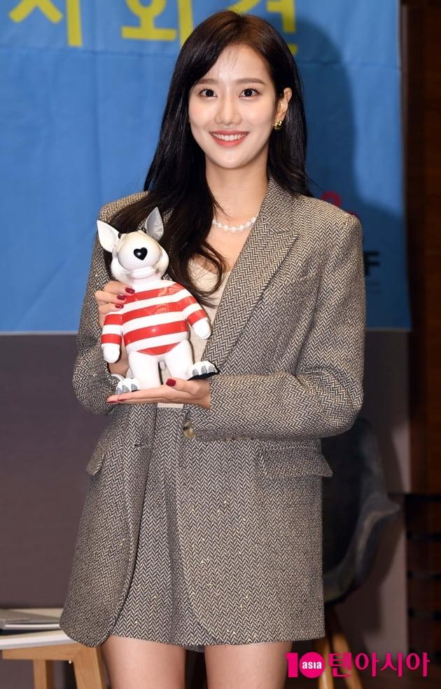 [TEN 포토] 에이프릴 이나은 '인형보다 더 귀여워'(BIAF2020 홍보대사)