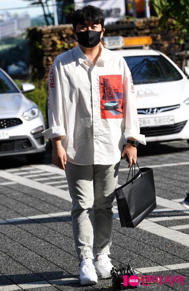 [TEN 포토] 김호중 '사회복무요원으로 출근까지 열일중'