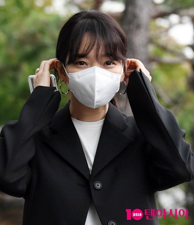 [TEN 포토] '디바' 신민아 '10년만에 라디오 출근'
