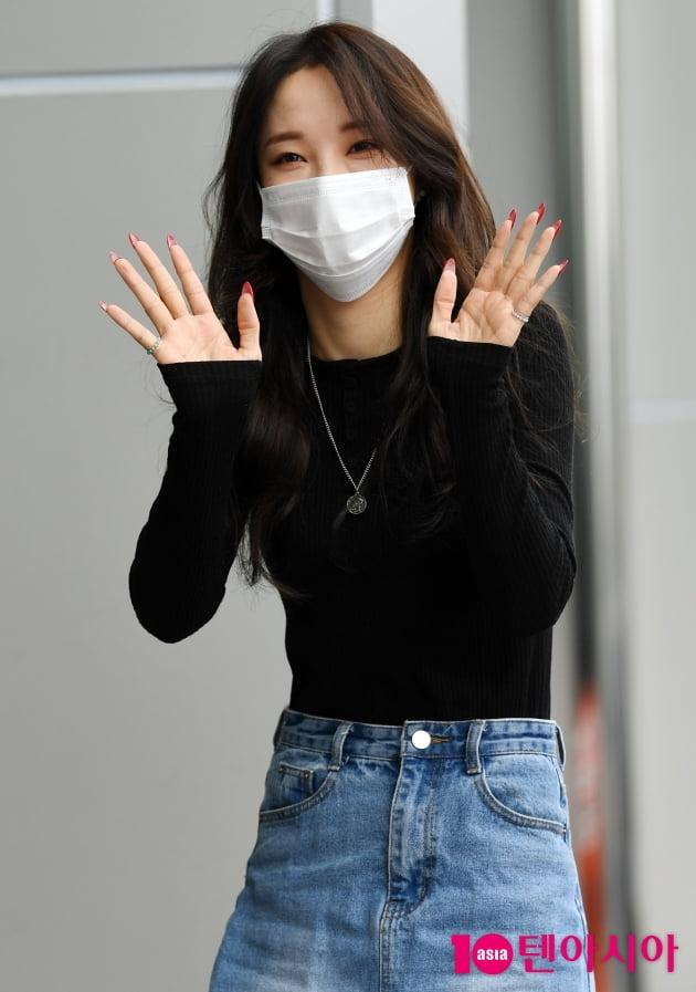 [TEN 포토] 전지윤 '청순미 넘치는 인사'