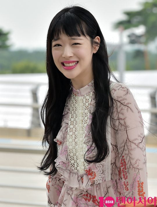 [스타탐구생활] 참 예뻤던 故 설리, '이해 못할 다큐 통해 재조명' (TEN컷)