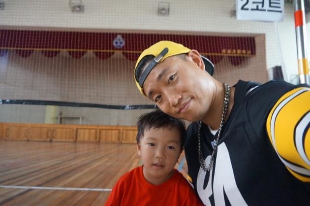 래퍼 개리(오른쪽)와 그의 아들 하오/ 사진= 개리 인스타그램