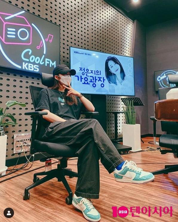 """정은지, 가요광장 생방송 지각 """"정말 죄송하다"""" (TEN컷)"""