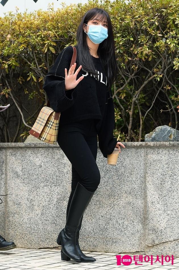 [TEN 포토] CLC 오승희 '올블랙 멋쟁이'