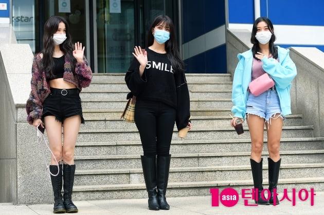 [TEN 포토] CLC 유진X승희X승연, '거리두기 아시죠?'
