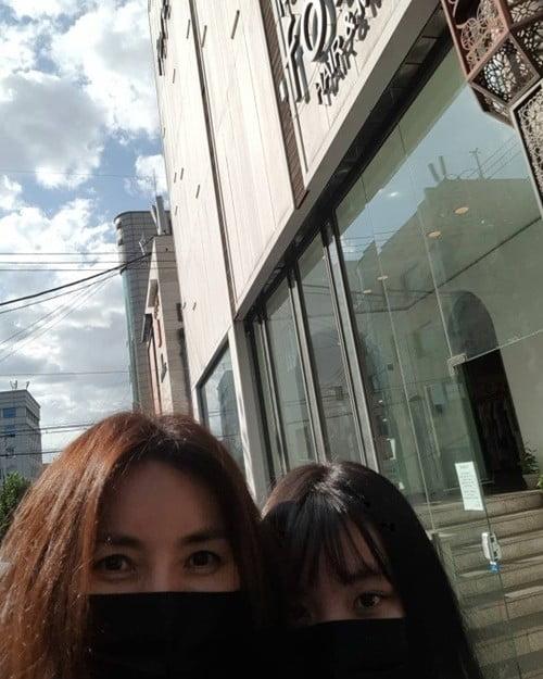 '차인표♥' 신애라, 큰딸과 데이트 /사진=신애라 인스타그램