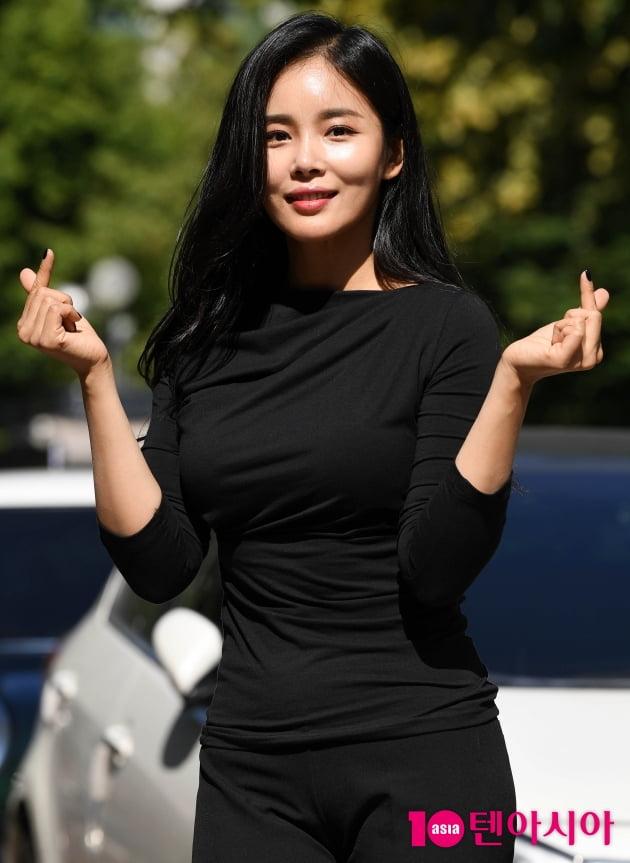 [TEN 포토] 조정민 '사랑이 넘치는 하트'