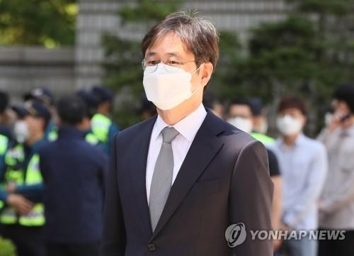 법원, 김태우 전 수사관 재판서 조국·백원우 증인신청 기각
