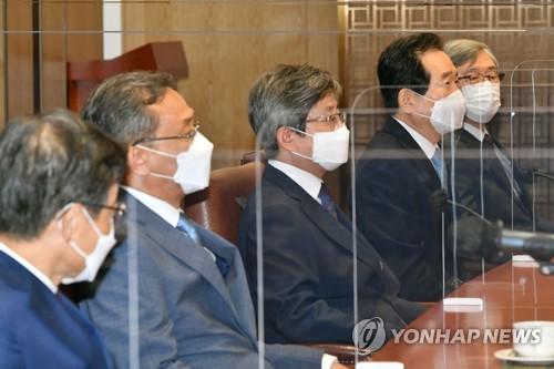 """최재형·권순일 동병상련?…""""공직자는 욕먹는 게 일"""""""
