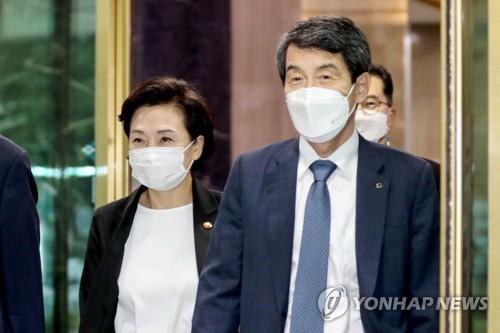 """김현미 """"아시아나항공 안전운항·정상영업 이뤄지도록 챙겨야"""""""