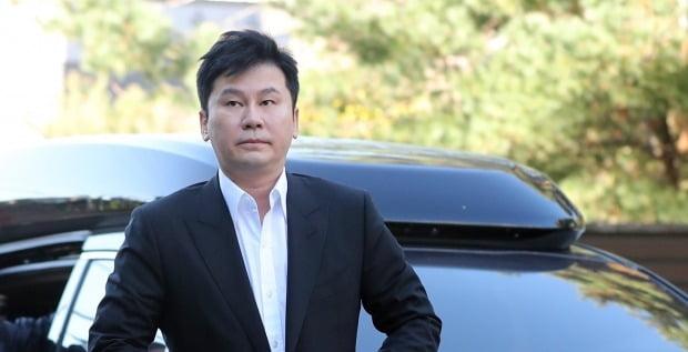 해외에서 억대 원정도박을 벌인 혐의로 기소된 양현석 YG엔터테인먼트 전 대표에 대한 첫 재판이 9일 진행된다./사진=연합뉴스