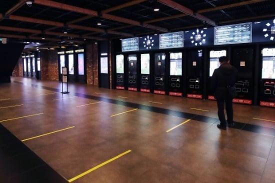 할리우드 메이저 스튜디오 워너브러더스가 한국 영화 사업을 접는다. 서울 시내 영화관 한산한 모습. 사진=연합뉴스