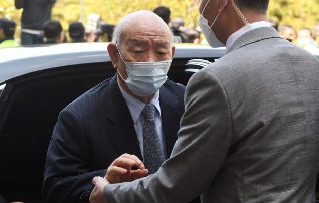 지난 4월27일 광주지방법원에 출석하는 전두환 전 대통령. /사진=연합뉴스