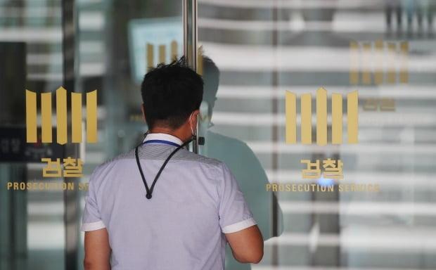 박원순 전 서울시장 비서실에서 근무했던 전 직원이 동료 여성 직원을 성폭행한 혐의로 재판에 넘겨졌다. 사진은 기사와 무관함. /사진=연합뉴스