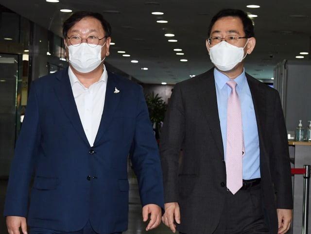 더불어민주당 김태년 원내대표(왼쪽)와 국민의힘 주호영 원내대표. 사진=연합뉴스