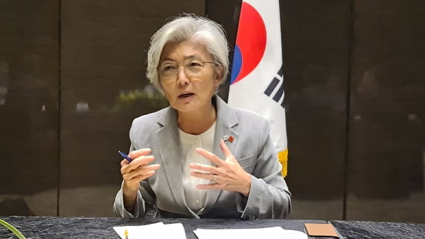 강경화 장관이 베트남 방문성과를 설명하고 있다. 사진=연합뉴스