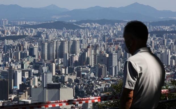 문재인 정부 3년동안 6억원 이하의 아파트가 절반 이하로 급감했다. 서울 시내 아파트 단지의 모습. (연합뉴스)