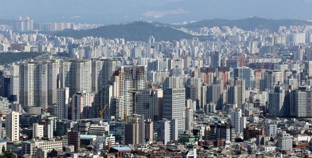 남산 N서울타워에서 바라본 서울 시내 아파트 단지의 모습. 연합뉴스