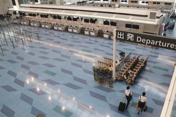 평소 한국행 관광객들이 많이 이용하던 일본 하네다공항 출국장이 텅 비어 있다. [사진=AP 연합뉴스]