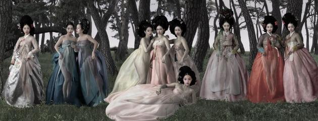 돌 깎아 빚어낸 전통 가구 조각…옥돌·몽돌 입힌 조선 여인 그림