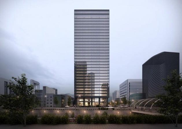 오는 2021년 4월 서울관광플라자(가칭)가 들어설 종로구 관철동 삼일빌딩. 1971년 완공 당시 서울 시내 최고층 건물이었던 이 건물은 역사적 가치를 인정받아 2013년 서울미래유산에 지정됐다.   /서울관광재단 제공.