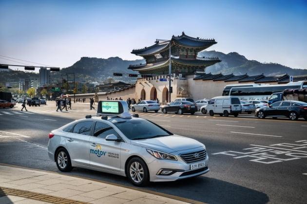"""""""택시 지붕에 광고판이?""""…스타트업 모토브, 60억 투자 유치"""